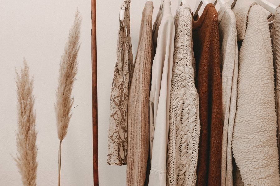 HOW TO CREATE A SUSTAINABLE CLOSET